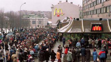 Photo of Kilométeres sorok kígyóztak az első moszkvai McDonald's nyitásakor