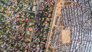 Photo of Dél-Afrikai kontraszt – megdöbbentő felvételek a gazdagokat és szegényeket elválasztó határvonalakról