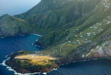 Photo of Egy festői karib-tengeri szigeten található a világ legszebb fekvésű repülőtere