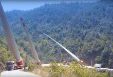 Photo of Így szállítják az óriási szélturbina lapátokat a kanyargós hegyi utakon – videó