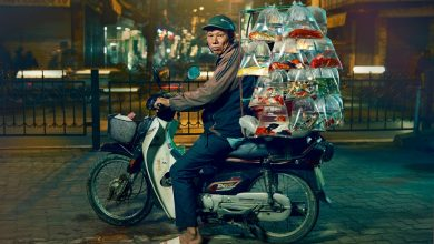 Photo of Így szállítanak Hanoi motoros futárjai