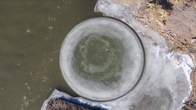 Photo of Páratlan természeti jelenség alakult ki egy tó felszínén