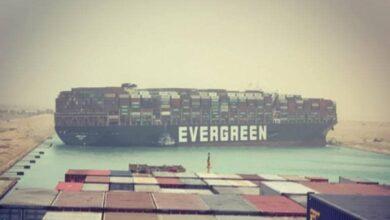 Photo of Keresztbe fordult a világ egyik legnagyobb teherszállító hajója a Szuezi-csatornán