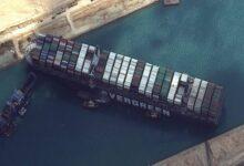 Photo of A világűrből is látszik a dugó, amit a beszorult teherhajó okozott a Szuezi-csatornánál