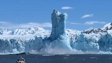 Photo of Hihetetlen látvány: 60 méter magas jégoszlop emelkedett ki egy gleccserolvadás következtében – videó