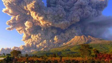 Photo of Hatalmas robbanással tört ki a Sinabung vulkán