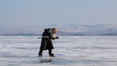 Photo of Korcsolyával közlekedik egy 79 éves orosz asszony