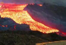 """Photo of Elképesztő videó: Így folyt a """"lávaáradat"""" a Cumbre Vieja vulkánból La Palma szigetén"""