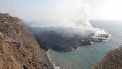 Photo of Elképesztő drónfelvétel a kanári-szigeteki lávafolyam által létrehozott új félszigetről